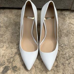 Stunning Marciano Heels in Ivory Size 7.5 M / 37.5